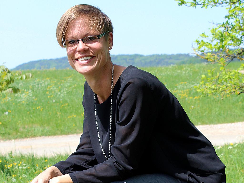 Anja Blank von End und Blank Bestattungen ist für Sie da